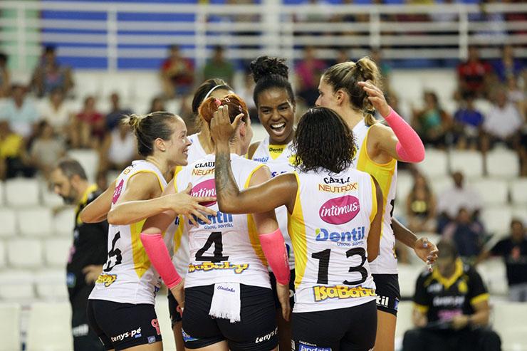 Claudinha aposta na agressividade do Praia para 5ª vitória