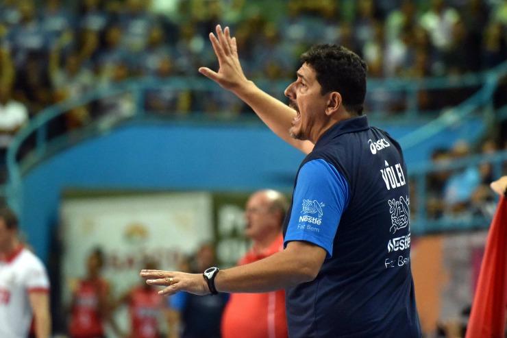 Luizomar aceita convite para dirigir seleção do Peru