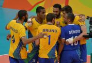Brasil toma susto, mas vence México na estreia no Rio