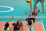EUA erram muito, mas vencem Japão e chegam até as semifinais